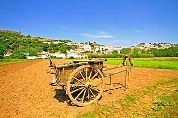 Vue du village d'Aljezur au Portugal sur Nisangha Masselink