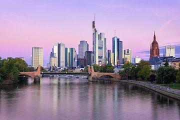 Zicht op Frankfurt am Main voor zonsopkomst, Duitsland van Adelheid Smitt
