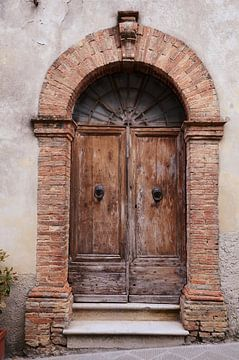 Closed door van Angelica van den Berg