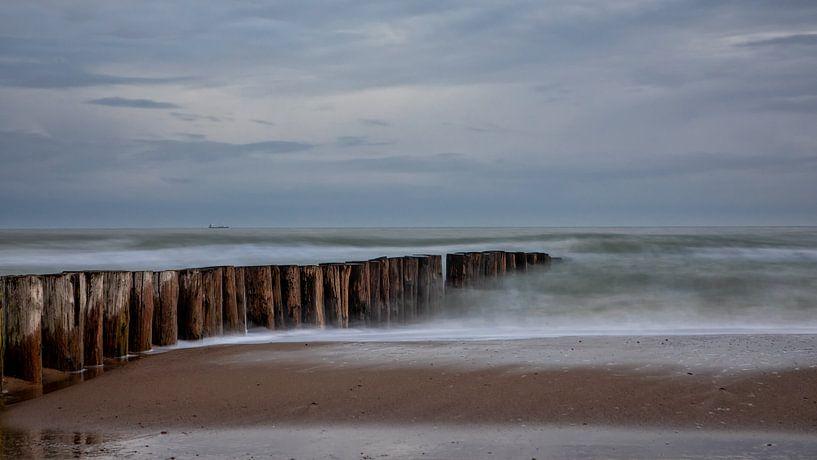 Golfbreker en strand van Bram van Broekhoven
