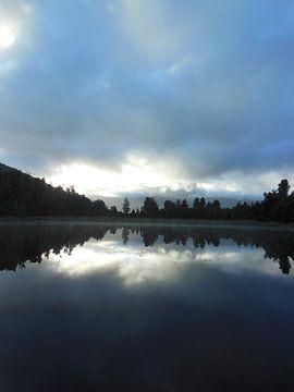 mirror lakes van Joelle van Buren