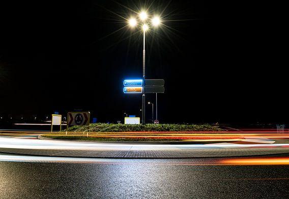 Rotonde bij nacht van Steven Groothuismink