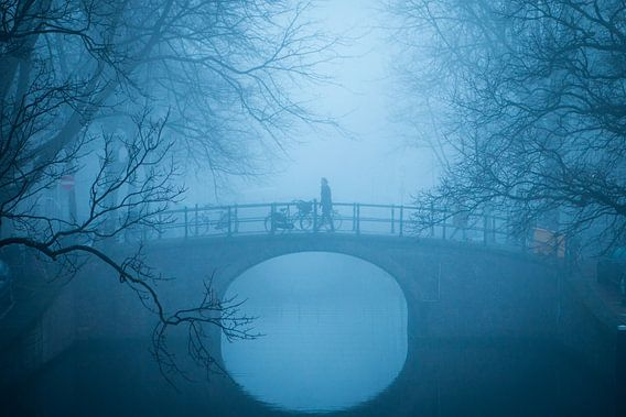 Reguliersgracht in de mist, Amsterdam van Erik Mus