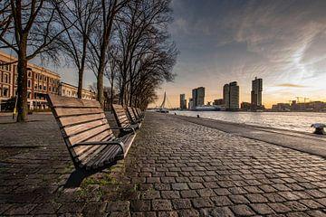Rotterdam Skyline, zonsopkomst met uitzicht op kop van zuid van Erik van 't Hof