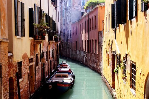Een boot liggend in Venetië