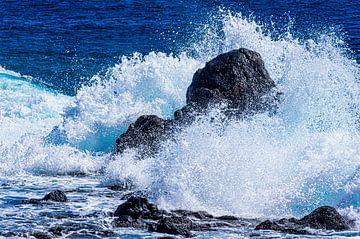 Le rocher dans le surf sur Max Steinwald