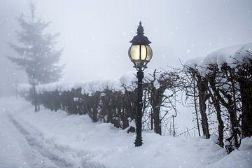 lantaarn in de sneeuw van