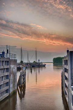 Haven Zoutkamp bij zonsondergang