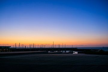Zonsondergang in de haven van cadzand van Julius Koster