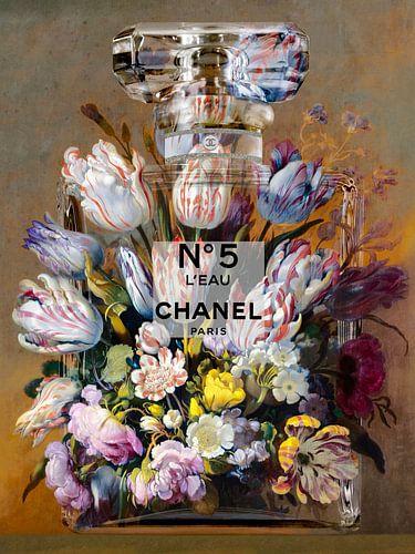 Bloemen in een parfumfles