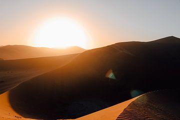 Zonsopkomst in Sossusvlei Nationaal Park, Namibie van Maartje Kikkert