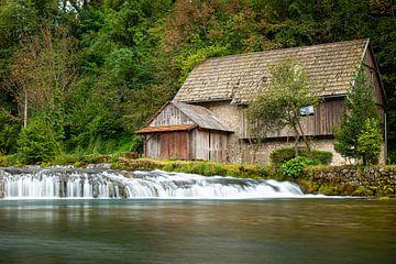 Waterval met molen, Rastoke, Kroatië van Max Nicolai