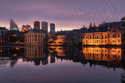 Zonsopkomst bij het binnenhof in Den Haag van Ilya Korzelius