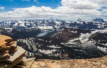 Uitzicht vanaf een bergtop in Canada van