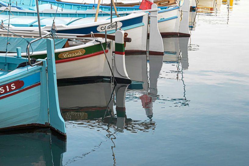 De vissersbootjes van Cassis van Martijn van der Nat