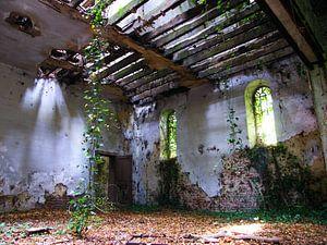 Koetshuis van een vervallen kasteel van