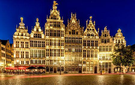 Zunfthäuser in Antwerpen bei Nacht von Rene Siebring