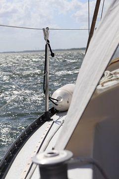 Backbordseitiges Segelboot von Gewoon een mooi plaatje