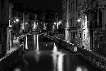 Nachtelijk kanaal van Albert Mendelewski