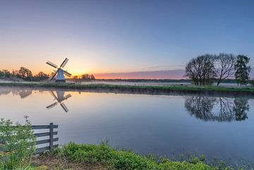 Landscape, sunrise white windmill sur Marcel Kerdijk