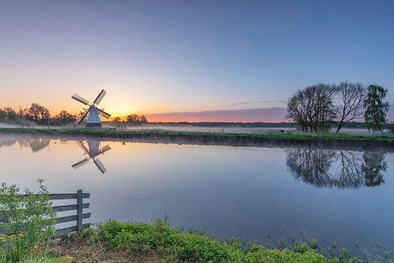Landschap, zonsopkomst bij de Witte Molen  van Marcel Kerdijk