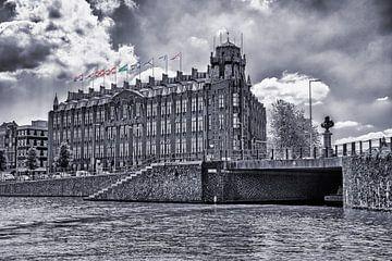 Das Hotel Amrath in Amsterdam an einem schönen Sommertag von Studio de Waay