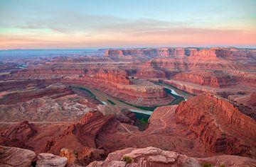 Zonsopgang boven Canyonlands van Jonathan Vandevoorde