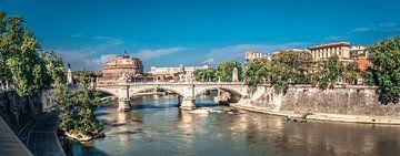 Brug over de Tiber, Rome. Panoramafotografie van Rietje Bulthuis