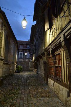 Steegje in Honfleur - Frankrijk von Jordy Severs
