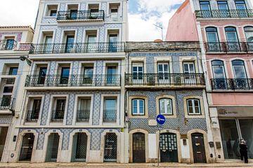 Häuser mit portugiesischen Fliesen in Lissabon von Reis Genie