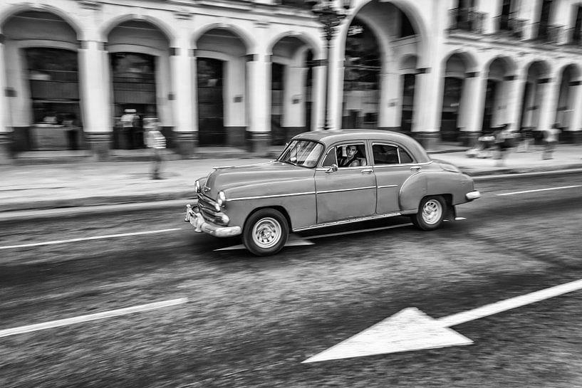 Oldtimer classic car in Cuba in het centrum van Havana. One2expose Wout kok Photography.  van Wout Kok