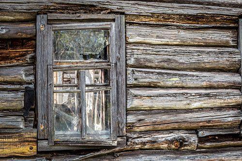 Houten huis met raam