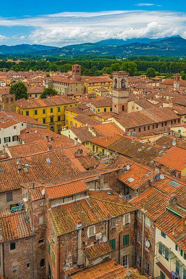Lucca, Italië - Uitzicht vanaf Torre delle Ore - 2 van Tux Photography