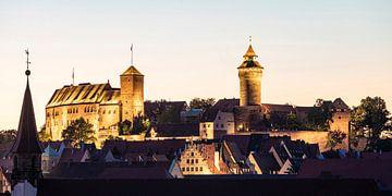 Keizerlijk kasteel in Neurenberg 's avonds van Werner Dieterich