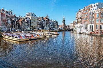 Stadsgezicht van Amsterdam met de Munt toren van Nisangha Masselink