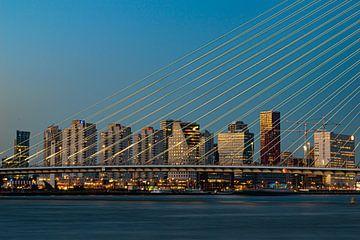 Die Skyline von Rotterdam durch die Erasmus-Brücke von Marjolein van Middelkoop