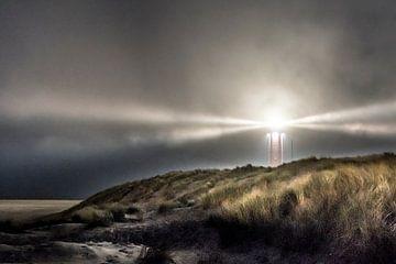 Lumière dans la tempête, phare sur Texel sur Jolanda van Straaten