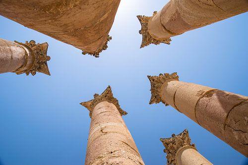 Zuilen bij de ruïnes in Jerash Jordanië van Chantal Schutte