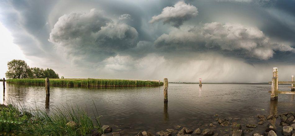 Storm is coming! van Martin Bredewold
