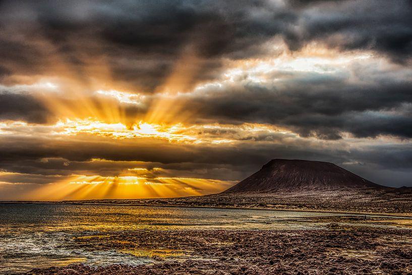 Zonsondergang op La Graciosa, Lanzarote van Harrie Muis