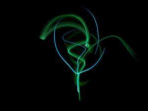 The light (in groen en blauw) van