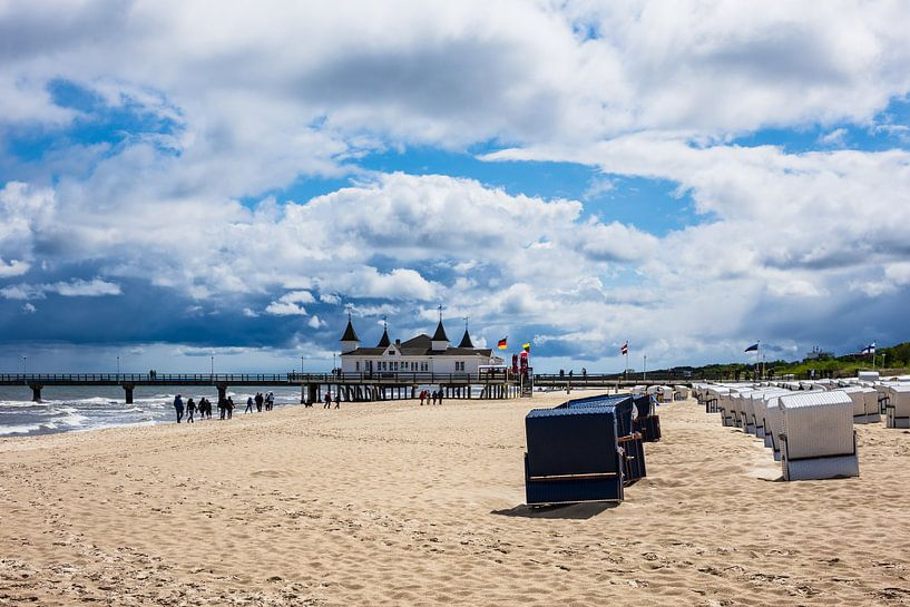 Pier on the Baltic Sea coast in Ahlbeck, Germany van Rico Ködder