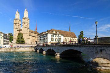Grossmünster aan de Limmat Zurich van Dennis van de Water