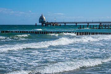Pier aan de Oostzeekust in Zingst op de Fischland-Darß. van Rico Ködder