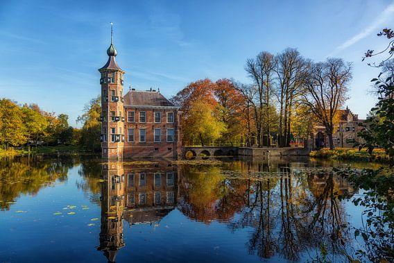 Sprookjes kasteel in de herfst van Bram van Broekhoven