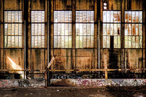 Muur in een verlaten energiecentrale