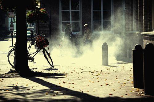 Een dampend Domplein in de Utrechtse binnenstad op een herfstochtend van