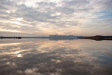 Winter water weerspiegeling zonsondergang van Jacoline van Dijk