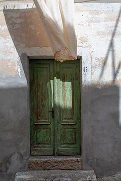 Alte Tür und Wachs, urbanes Mittelmeer von André Russcher