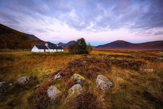 Het bekende witte huis in Glencoe  Schotland